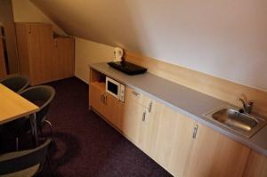 Apartmán, kuchyňský kout s jídelním stolem